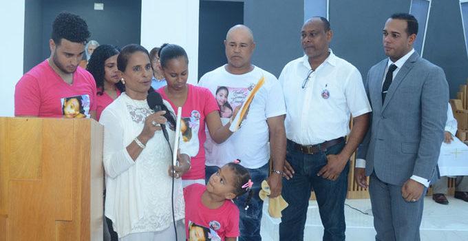Madre de Emely dice se ha refugiado en Dios, en su familia y comunidad para enfrentar su muerte