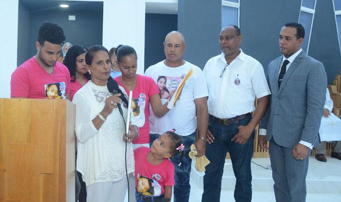 Photo of Madre de Emely dice se ha refugiado en Dios, en su familia y comunidad para enfrentar su muerte