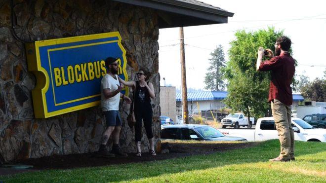 Cómo sobrevive la última tienda de Blockbuster (a pesar de que la empresa cerró hace 5 años)