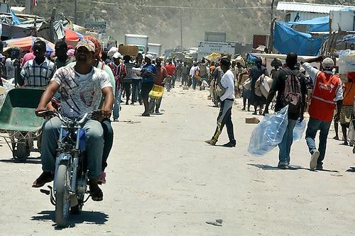 Photo of Cientos de haitianos se manifiestan en contra de la corrupción en su país