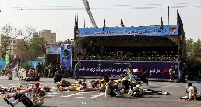 Varios muertos en un ataque contra un desfile militar en Irán