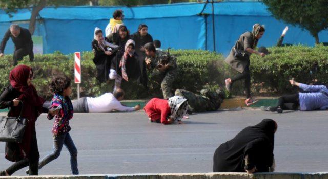 Ataque durante desfile militar en Irán causa 24 muertos