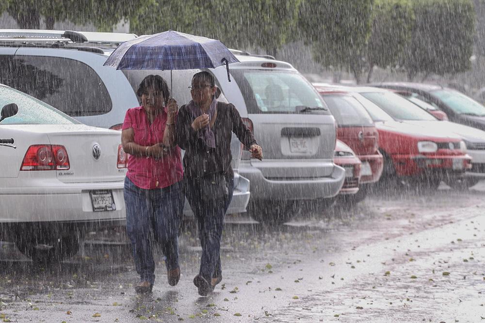 Photo of Tormenta tropical Kirk causa lluvias desde el mediodía en gran parte de RD