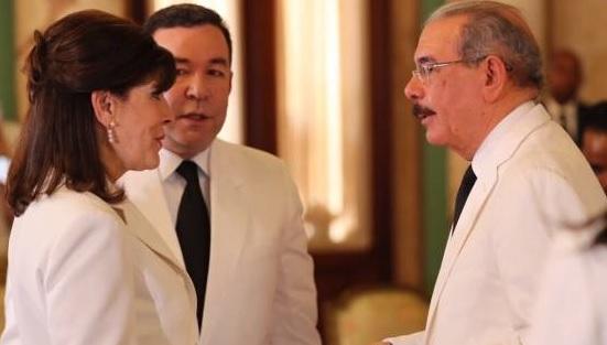 """Photo of hace mala jugada a RD; llama su embajadora a """"consulta"""""""