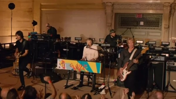 Photo of Paul McCartney sorprendió a los pasajeros de trenes en Nueva York con un concierto en la estación Grand Central. Ver vídeo.
