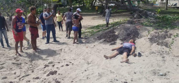 Encuentran cuerpo sin vida en una playa.