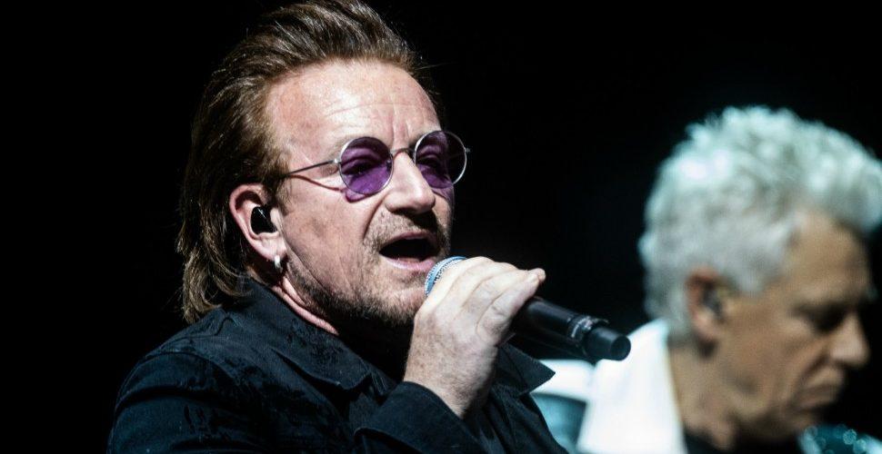 El incómodo momento en el que Bono pierde la voz durante un concierto de U2 en Berlín. Ver vídeo.