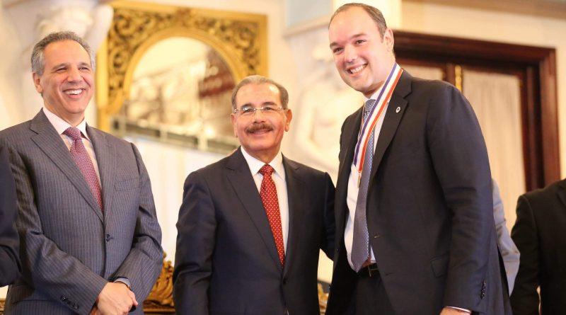 Revelan mafia en el GLP; vinculan al presidente Danilo, al ministro José Ramón Peralta y al exministro de Industria Y Comercio Del Castillo Saviñón