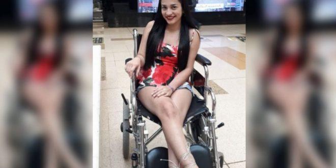 Un tatuaje deja joven de 16 años en silla de ruedas y le hizo perder el embarazo.