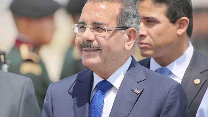 Piden al presidente Danilo Medina quedarse en China y no regresar nunca mas a la República Dominicana