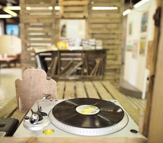 LP!. Los elepés continúan de moda en el mercado de la música. Los larga duración para fonógrafo o tocadiscos.