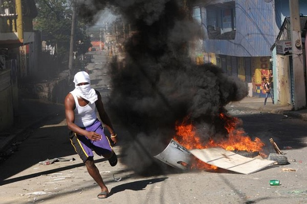 Paro en el Cibao dejó 3 heridos, 48 detenidos y saqueos de negocios