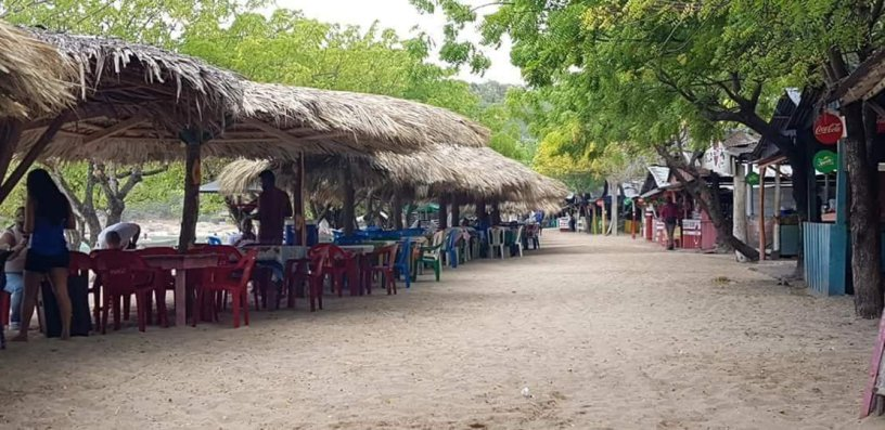 En la Playa la Ensenada siguen los abusos en los precios por 5 pescados 4,500 pesos .
