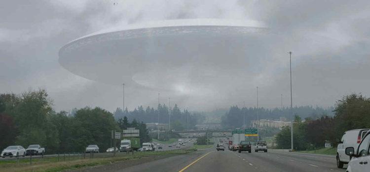 Presentadores de TV quedan impactados al avistar un OVNI durante transmisión en vivo