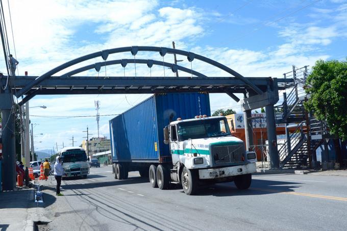 Los vehículos pesados tendrán que transitar en el carril derecho