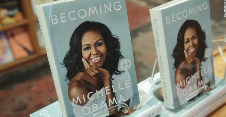 Photo of Michelle Obama domina las listas de libros más vendidos con sus memorias