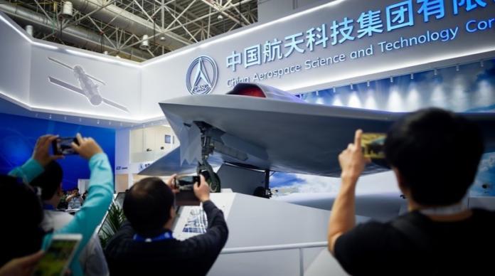 Photo of China acopla fusiles AK-47 a sus drones para retar el predominio de EE.UU.