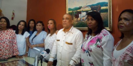 Photo of Enfermeras realizarán paro nacional de no cumplirse acuerdos con Senasa