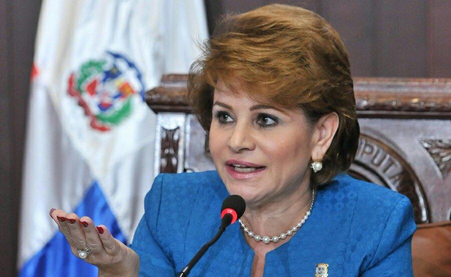 """Photo of Lucía Medina: hay que revisar transitorio en la Constitución porque """"discrimina"""" a un solo ciudadano"""