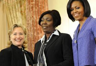 """Photo of Sonia Pierre le confeso a Hillary que tomaria a RD sin """"tirar un tiro"""", Clinton ofrecio su apoyo y el sueño se cumplio"""