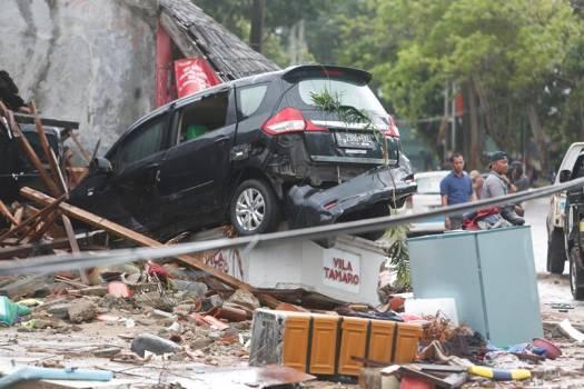Photo of Al menos 222 fallecidos por un tsunami en el estrecho indonesio de Sonda