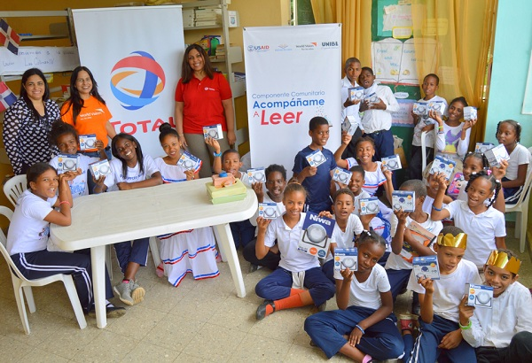 Photo of TOTAL dona lámparas solares a niños de escasos recursos en Navidad