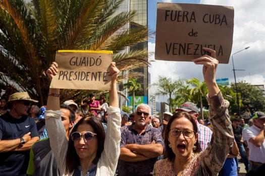 Photo of La oposición venezolana juega otra carta para desalojar a Maduro del poder