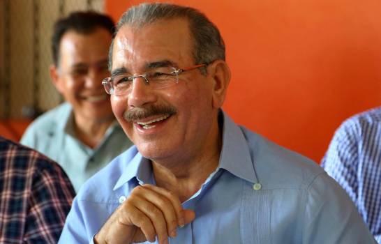 Photo of Crece cadena de funcionarios que propician reelección
