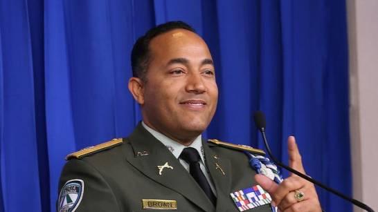 Photo of Tras escándalo por declaraciones sobre «Buche», Policía mueve al general Brown