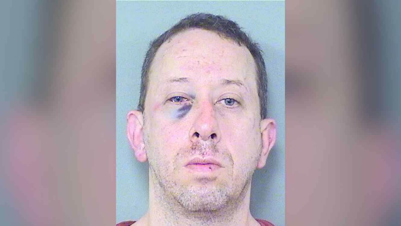 Photo of Exjugador de la NFL propina paliza a hombre que se masturbaba frente a ventana de la hija