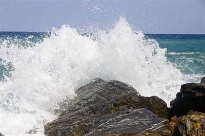 Emiten alerta verde para costas de República Dominicana por fuerte oleaje