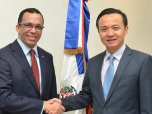 Photo of Ministro Andrés Navarro recibe al embajador chino para establecer agenda de cooperación