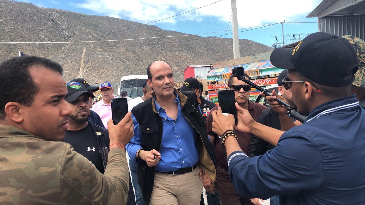 Photo of Aquí no caben dos banderas: aseguró Ramfis Domínguez Trujillo en recorrido por la frontera