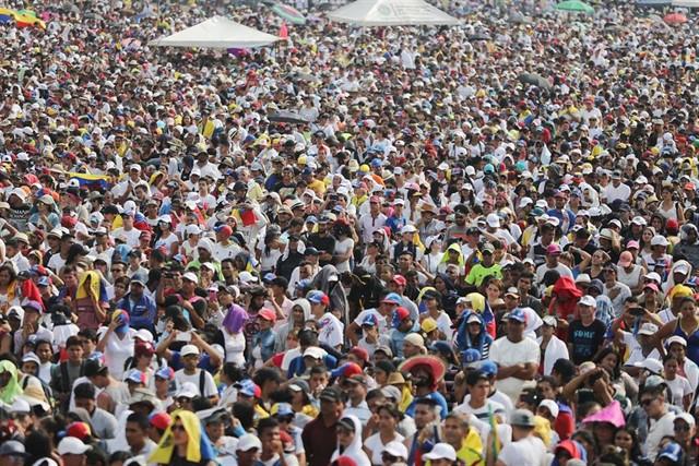 Photo of Al menos 150.000 personas acuden al «Venezuela Aid Live», según sus organizadores