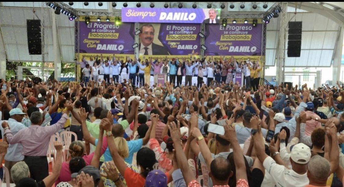 Photo of Peledeistas abarrotan polideportivo de Dajabón en apoyo a obras de gobierno Danilo Medina