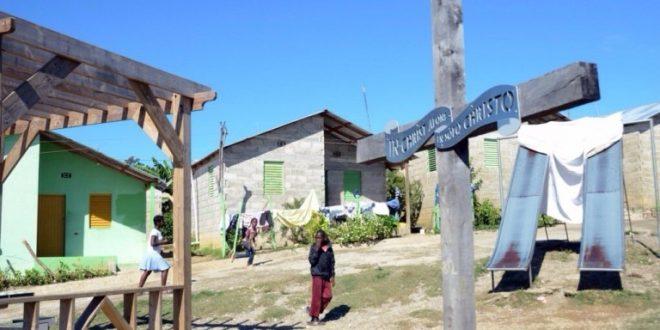 Photo of Barrios de haitianos ilegales en RD hechos por Canada avanzan; Bahamas los elimina