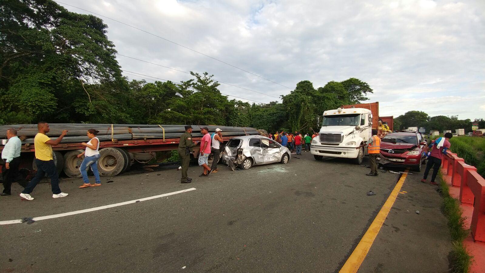 Photo of SANTIAGO: Un muerto y 3 heridos deja choque entre 3 camiones y motocicleta