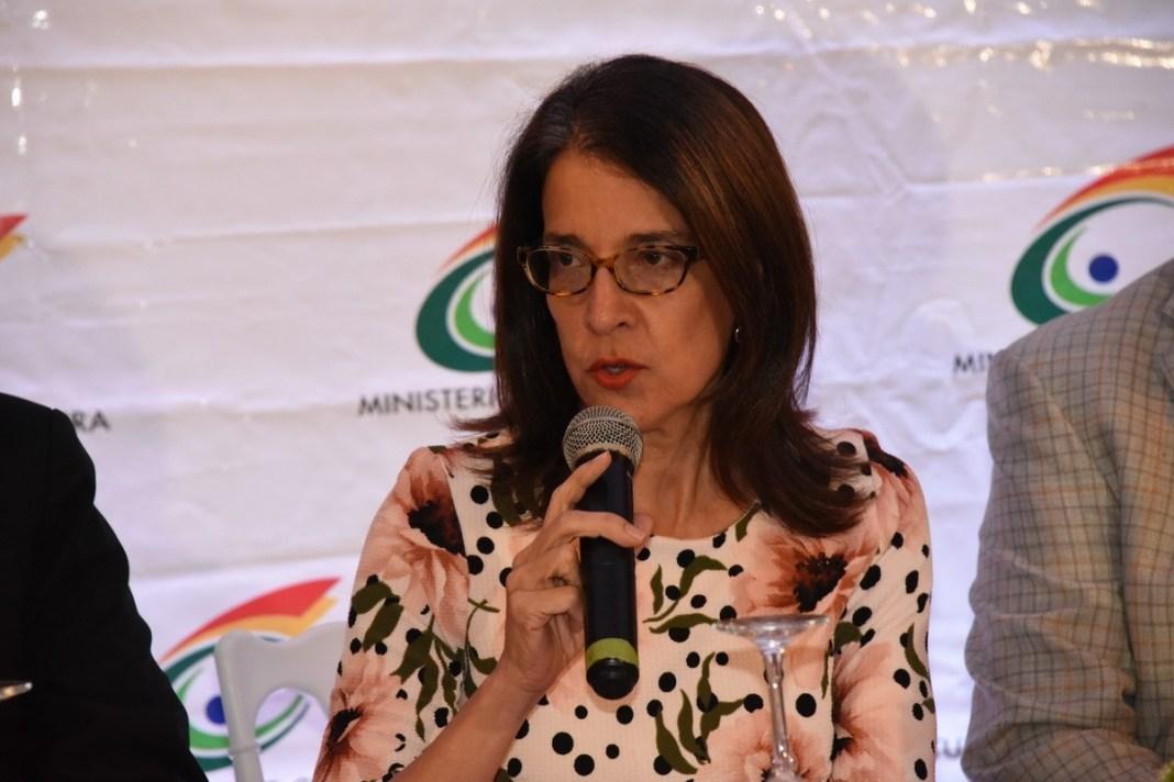 Photo of Directora de la Feria del Libro pide a ciudadanos ir en Uber, Cabify o taxis
