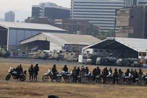 Photo of Al menos un herido frente a base militar donde Guaidó se levantó con soldados
