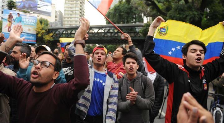 Photo of Protesta ante embajada venezolana en Argentina deja una persona herida y dos detenidos