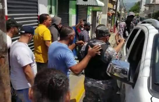 Photo of Cierran puestos de venta de muestras médicas y se incautan medicamentos en Moca