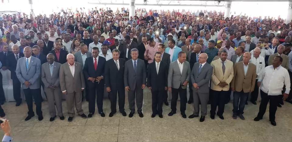 Photo of Tras recibir respaldo de varios exjefes de la Policía, Leonel reitera la Constitución merece respeto