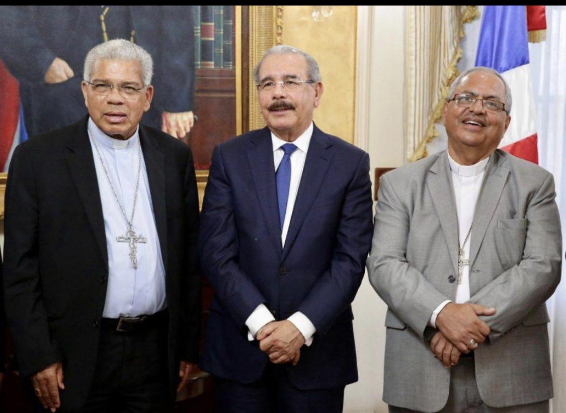 Photo of Danilo Medina negocia con la Iglesia Católica para que dejen de atacar la reelección