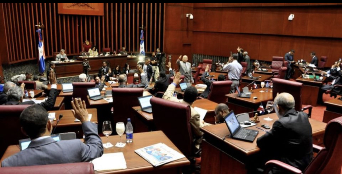 Photo of Denuncian que el gobierno tiene a legisladores del PRM comprados por RD$35 millones de pesos y una Jeppeta de la marca que deseen, para aquellos que respalden las aspiraciones reeleccionistas del mandatario