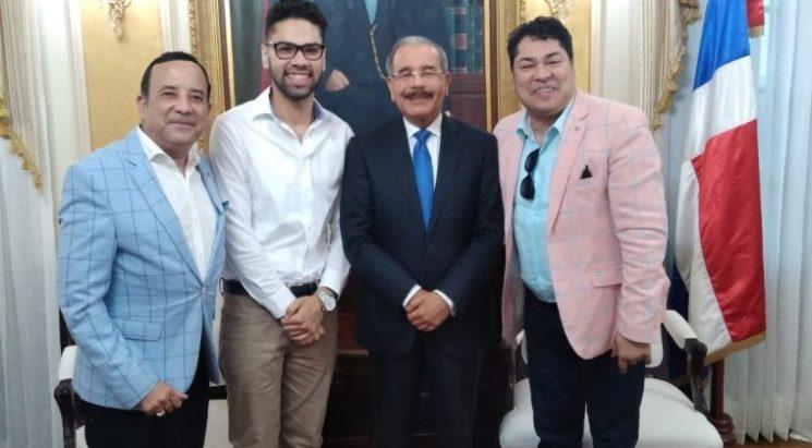 Photo of El Pachá, que cobra RD$ 2 millones del gobierno, visitó a Danilo Medina y le pidió que se reelija
