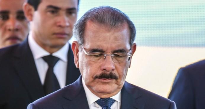 Photo of Se le sigue trancando el juego a Danilo Medina; cancelan reconocimiento Honoris Causa pautado por Baruch College en NY