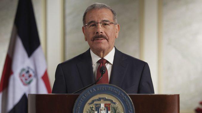 Photo of Encuesta Mark Penn: 61% rechaza modificación constitucional que habilite a Danilo Medina