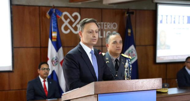 """Photo of """"Metidas de pata"""" Procurador y Director de la Policía no coinciden en quien disparo a David Ortiz"""