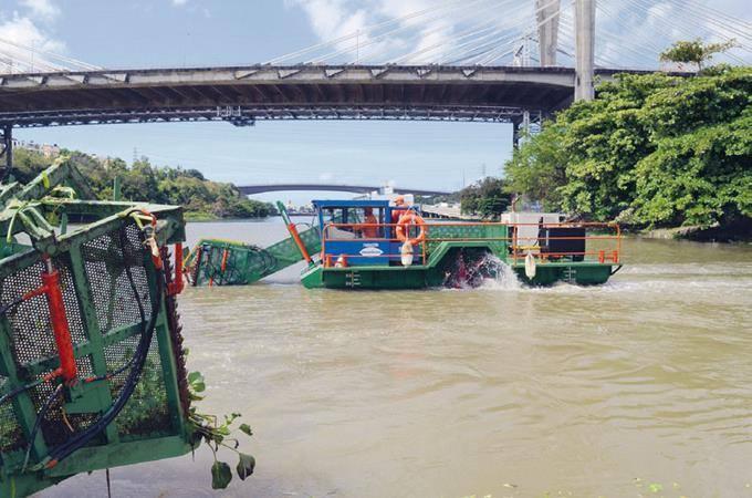 Photo of Otros cinco barcos recogerán basura en el río Ozama