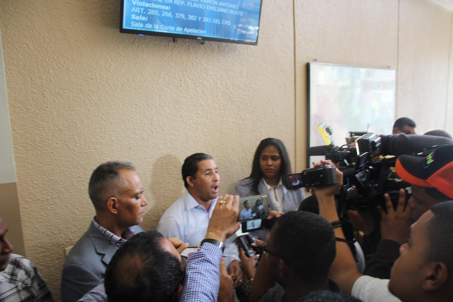 Photo of Dirigente de Ramfis en Salcedo, que se enfrentó a Bauta Rojas, denuncia le quisieron poner un gancho con droga